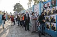 لاجئون فلسطينيون يمارسون حق التصويت في مخيم البقعة / AFP