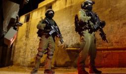 اعتقالات بالضفة المحتلة ومواجهات في مخيّم العرّوب