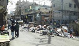صورة تجمع النفايات امام العيادة الاولى للاونروا في الشارع الفوقاني لمخيم عين الحلوة