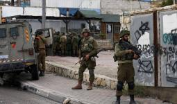 مواجهات واعتقالات وإغلاق طرق بالضفة المحتلة تطال مخيّمي الفوّار وبلاطة