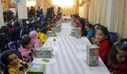خلال توزيع الهدايا لأطفال مخيم اليرموك في روضة الدمشقية