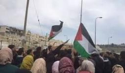 جانب من المظاهرة التي خرجت للمطالبة بتسليم جثمان الشهيد باسل الاعرج