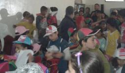 الدفاع المدني يعقد ندوة في مخيّم درعا حول القنابل العنقوديّة