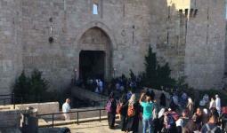 الآلاف يتّجهون للصلاة في المسجد الأقصى
