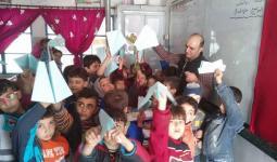 الطائرات الورقية التي قاموا بصنعها أطفال مخيم النيرب