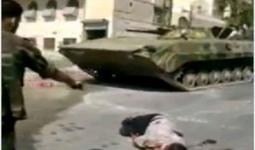 جندي من قوّات النظام السوري ينفذ عملية اعدام ميداني