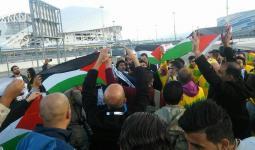 خلال المسيرة الاحتجاجية أمام قاعة المهرجان