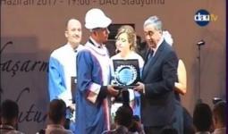 خلال تسليم رئيس قبرص درع التفوق للطالب بلال