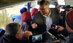 خلال اعترض حزان حافلة تقل عائلات أسرى