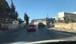 قوات الاحتلال تغلق مدخل مخيّم الجلزون