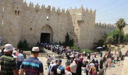 الآلاف يتوجّهون للصلاة في الأقصى والاحتلال يفرض إجراءات مشددة