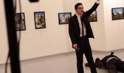 منفذ العملية بعد اغتياله السفير الروسي في انقرة