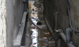 أزمة مياه الصرف الصحي داخل مخيم الشاطئ