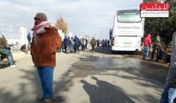 بعد تنفيذ الاتفاق.. بدء خروج مئات الناشطين والإغاثيين من مخيم خان الشيح باتجاه الشمال السوري