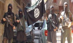 صورة أرشيفة لعناصر تنظيم داعش في مخيم اليرموك