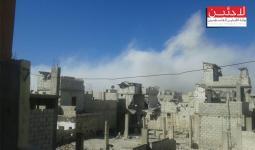 غارة جوية على مخيم درعا ودمار في المباني والممتكات