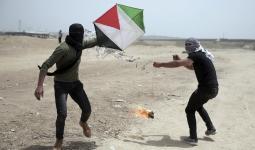 الاحتلال يُواصل استهداف مُطلقي الطائرات الورقيّة بعد قرار