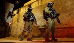 اقتحامات واعتقالات بالضفة المحتلة تطال مخيّم العزة