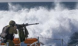 قوات الاحتلال تُهاجم مراكب الصيد في بحر مُخيّم النصيرات