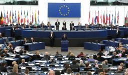 الوفد الصهيوني للبرلمان الأوروبي يتعرّض لهجوم