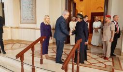 تطبيع رسمي في مسقط.. قابوس يستقبل رئيس وزراء الكيان الصهيوني
