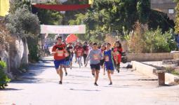 أطفال مُخيّم الرشيديّة يركضون تحت شعار