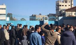 احتجاجات واسعة في استقبال كرينبول بقطاع غزة.. والمُتضررون يُهددون بالسكن في المدارس