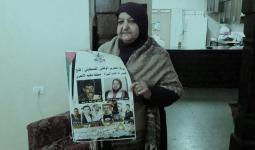 أم ناصر أبو حميد في منزلها بمُخيّم الأمعري جنوبي البيرة المحتلة