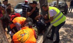 نقل المُصوّر الصحفي إياد حمد الذي أصيب جراء اعتداء قوات الاحتلال في وادي الحمص