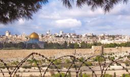 مواجهات في القدس المُحتلّة والفلسطينيّون يشدّون الرحال للأقصى