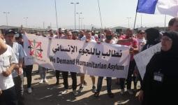 لاجئون فلسطينيون يعتصمون أمام مقر
