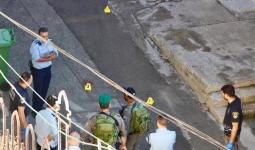 مكان إصابة الفلسطينية سهيل سليمية بجراح بعد إطلاق النار عليها على مدخل المسجد الإبراهيمي بالخليل، صباح اليوم.