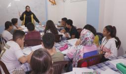 طلاب  أونروا يتابعون تعليمهم في معهد خاص