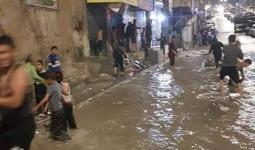 من شوارع مُخيّم البقعة التي غرقت بمياه الأمطار
