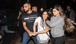 لحظة اعتقال شابة في القدس من قبل الاحتلال