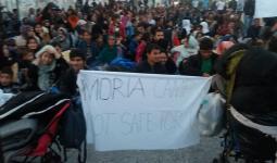 من احتجاجات اللاجئين في مخيّم موريا