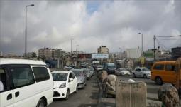 فلسطينيون يمنعون سيارات دبلوماسيين ووزير المالية من المرور