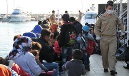 سائق يترك لاجئين في شاحنة وسط درجات حرارة منخفضة