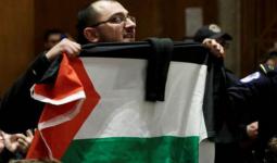 لاجئٌ  فلسطينيّ يٌقاطع سفير الولايات المتحدة لدى الكيان الصهيوني