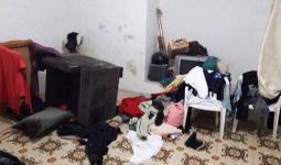 صورة تظهر عبث وتخريب قوات الاحتلال لبعض المنازل بعد اقتحامها