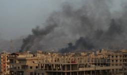 الدخان المتصاعد من مخيم اليرموك جراء القصف