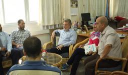 خلال لقاء رؤساء اللجان الشعبية في القطاع مع مدير عمليات الأونروا في غزة بو شاك