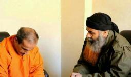 الإرهابي أبو فراس عتابا وهو يتلي الحكم على الضحية عماد المدني