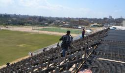 بلدية مخيّم النصيرات تُنفّذ المرحلة الأولى بمدرّجات ملعب النصيرات الرياضي