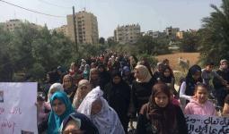 مسيرة نسائية في مخيّم النصيرات للمطالبة بالقصاص من قتلة النساء