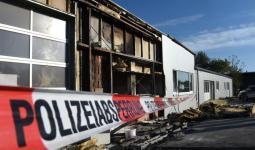 آثار اعتداء على أحد مراكز اللجوء بمنطقة أوبيرتيورينغن في ألمانيا.