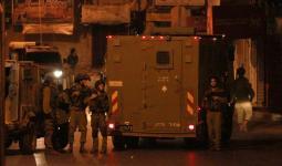 قوات الاحتلال تعتقل أصدقاء وسائق منفّذ عملية