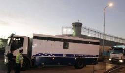 الصورة للبوسطة التي ينقل فيها الاحتلال الأسرى من سجونه إلى المحاكم أو إلى سجون أخرى