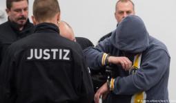 أحد أعضاء المحموعة من اليمين المتطرف في المحكمة الألمانية