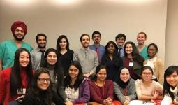 الطالبة الفلسطينية ديانا جودة مع زملائها في مستشفيات جامعة كورنيل الأميركية